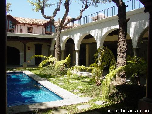 D lares casa en condominio en antigua guatemala for Construccion de piscinas en guatemala