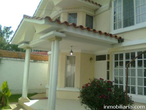 Baño Familiar Publico:Casa en Tarija Capital en Venta, 384 m2, 4 dormitorios, 3 baños