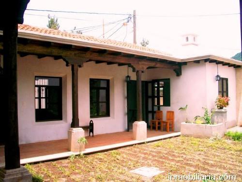 D lares casa en antigua guatemala en venta san for Casa jardin guatemala